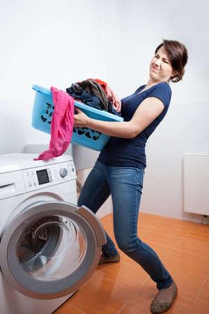 launder: Demasiado para lavar en la lavander�a dom�stica