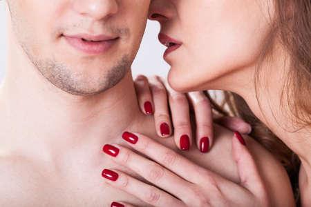 femme se deshabille: Vue horizontale d'un couple ayant instant �rotique Banque d'images