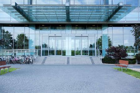 Moderne zakencentrum van de buitenkant, horizontaal Stockfoto