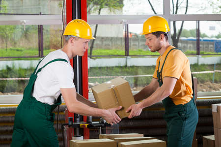 storage box: Horizontal view of a teamwork at warehouse Stock Photo