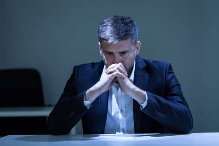 worried businessman: Horizontal view of depression in the office