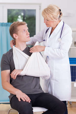splint: Patient with sprain of glenohumeral joint visiting doctor