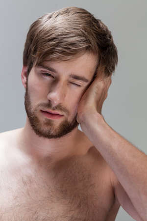 throe: View of man feeling pain in head Stock Photo