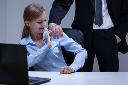 Uitzicht op seksuele intimidatie op het kantoor Stockfoto