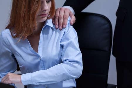 Oog van de vrouw ongemakkelijk gevoel op het werk Stockfoto