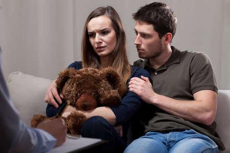 terapia psicologica: La gente en la terapia matrimonial tristes a causa de la infertilidad