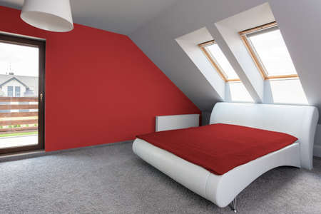 View of white and red modern bedroom Фото со стока