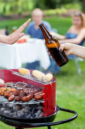 Quelqu'un ne veut pas de la bière sur le barbecue partie