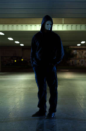 slayer: Dangerous man wearing mask in the city