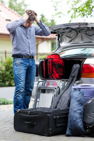 tronco: El exceso de equipaje para llevar en un viaje Foto de archivo