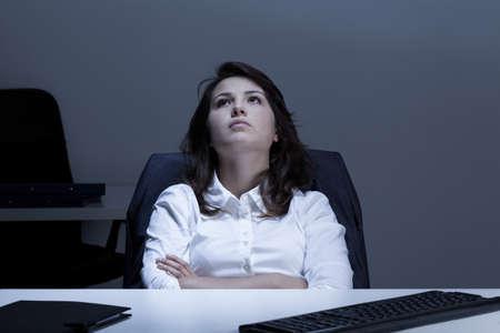 オフィスで思いやりのある実業家のビュー
