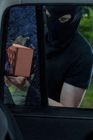 plunder: Burglar use brick to smash car window