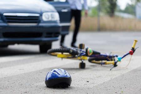 Horizontale weergave van ongeval op zebrapad Stockfoto