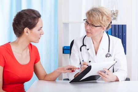 의사가 환자의 권고, 수평에 대해 이야기