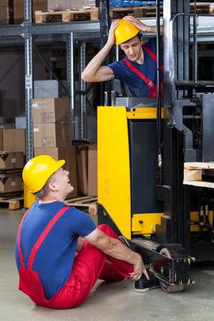 accident de travail: Voir d'accident dans une usine dangereuse