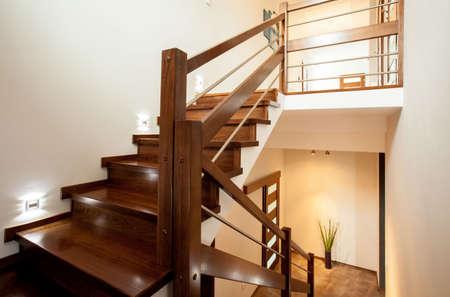 escaleras de madera vista horizontal de escaleras de madera en el hogar