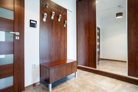 View of wooden anteroom in modern apartment Imagens - 32549618