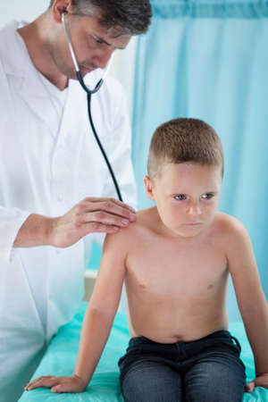 pediatrist: Pediatrist makes chest auscultation to little boy