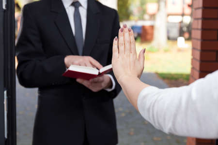 Jehovahs witness wants to evangelize and refusing woman