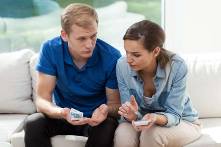 no problems: Young poor marriage having problems with money Stock Photo