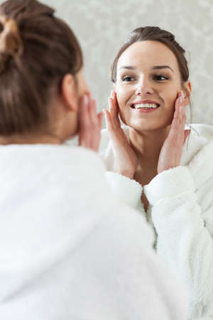 Happy woman after facial treatment in spa Imagens - 33748568
