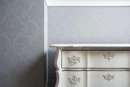 aparador: Close-up de estilo retro aparador branco no canto