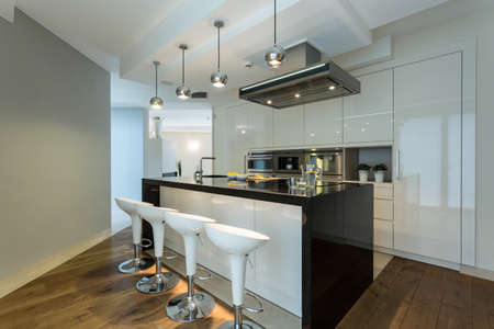 Interior of contemporary kitchen with designer chairs Banque d'images