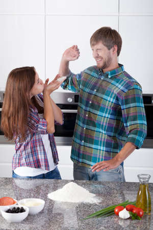 make a paste: Portrait of friends having fun in the kitchen