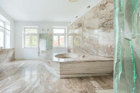 marbles: Vista del ba�o de m�rmol en casa cara