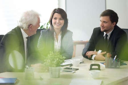 Afbeelding van ondernemers die deelnemen in het bedrijfsleven overleg Stockfoto