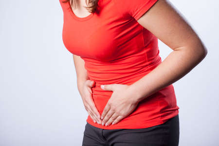Ragazza che ha le mestruazioni che soffrono di dolori mestruali Archivio Fotografico - 34799890