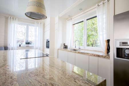 Schoonheid en luxe keuken met marmeren werkblad Stockfoto - 35447732