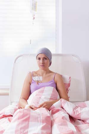 leucemia: Muchacha que sufre de tumor estar en el hospital