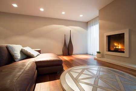 Innenraum Wohnzimmer mit Kamin Standard-Bild