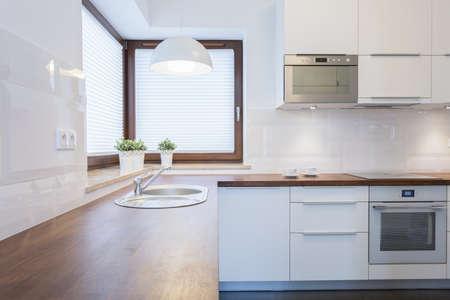 木製の小麦で現代的なきれいなキッチン 写真素材 - 35650449