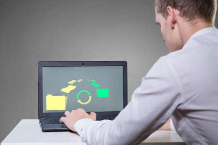 sincronizacion: Icono del proceso de sincronizaci�n en la pantalla del port�til