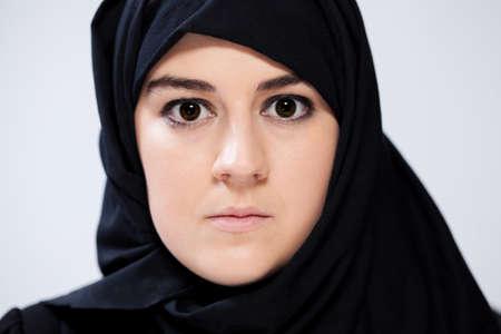 ojos negros: Retrato de mujer musulmana con ojos negros