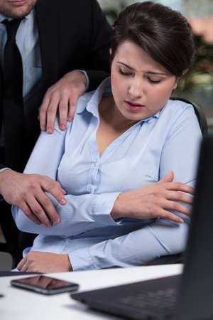 violence in the workplace: Secretario de ser v�ctima de la violencia en el lugar de trabajo Foto de archivo