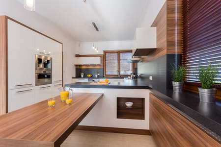 Orange juice on countertop in luxury kitchen Banque d'images