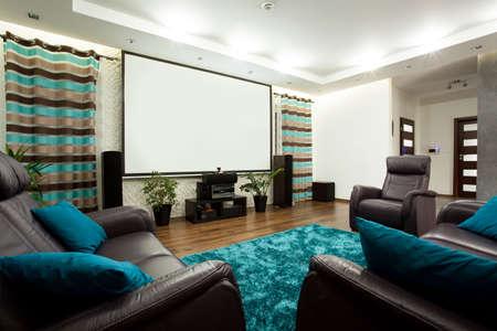 Uitzicht op bioscoop in modern huis Stockfoto - 36129451