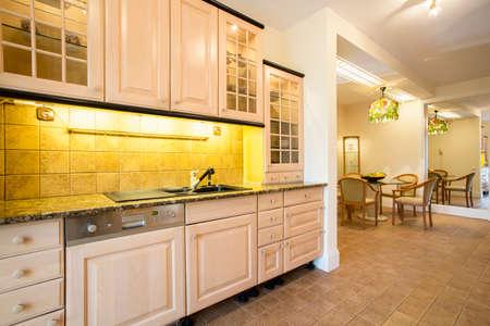 Intérieur de cuisine intérieur confortable maison traditionnelle de style Banque d'images - 36387764