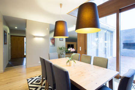 dinning table: Modern dinning room in spacious and bright house