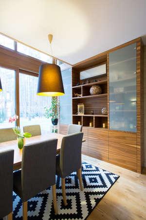 Gevormd tapijt in luxe woonkamer interieur Stockfoto