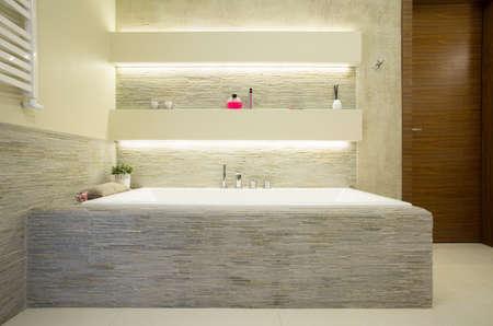 고급스러운 욕실의 조명 편안한 목욕 스톡 콘텐츠