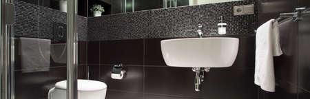 Vista del bagno lussuoso in bianco e nero Archivio Fotografico - 36388618
