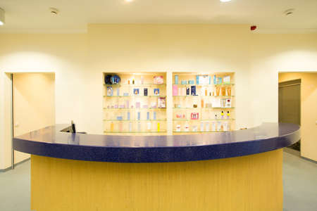 Kleurrijke front office in luxe kuuroord Stockfoto
