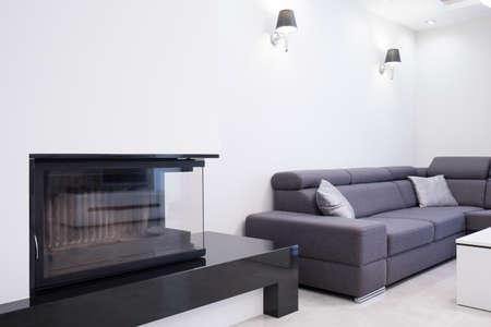 クローズ アップ現代の応接室で暖炉の