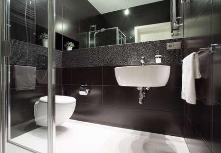 ceramiki: Luksusowe i nowoczesne łazienki w mieszkaniu Zdjęcie Seryjne