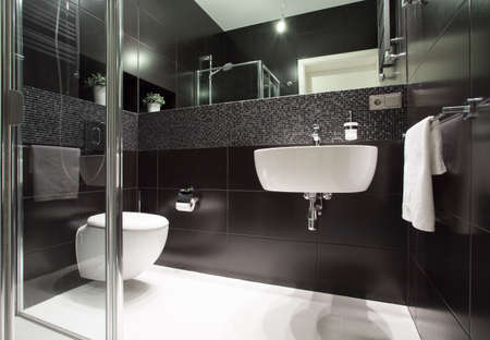 Luxe en moderne badkamer in het appartement