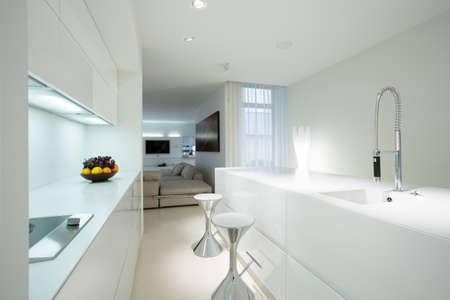 Interior of white kitchen in contemporary house Standard-Bild